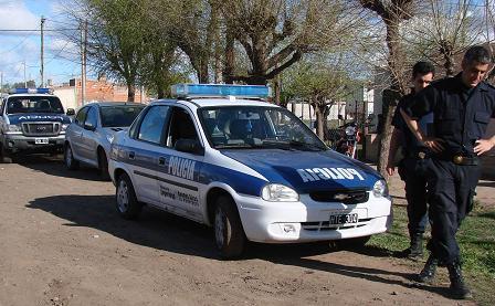 Allanamientos: uno en calle Almafuerte y otro en Azcuénaga.