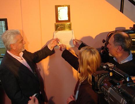 Descubrimiento de la placa por medio de la cual se impone el nombre de Angel Cingolani a la sala de proyección.