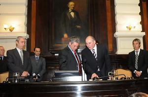 Momento en que el legislador nuevejuliense jura como vicepresidente de la Cámara.