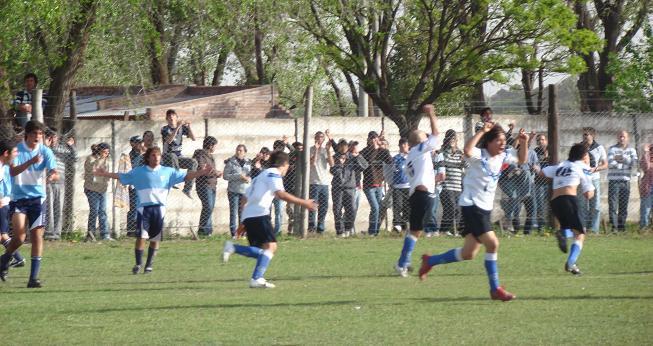 Una escena del partido disputado.