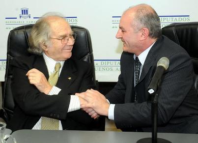 El legislador junto al Premio Novel de la Paz.