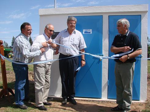 Corte de cintas inaugural en pozo ubicado en Cardenal Pironio entre Ruta 65 y A. Argentina.