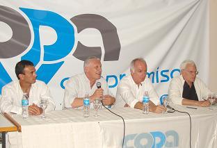 Mesa que encabezó el encuentro: Fabricio Bonello, Jorge Sarghini, Hugo Quintana, Enrique Rodríguez.