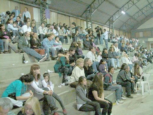 Aspecto de una de las tribunas: Masiva concurrencia de público.